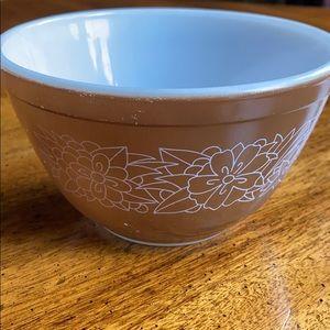 Woodland 401 Pyrex Bowl 1 1/2 Pint